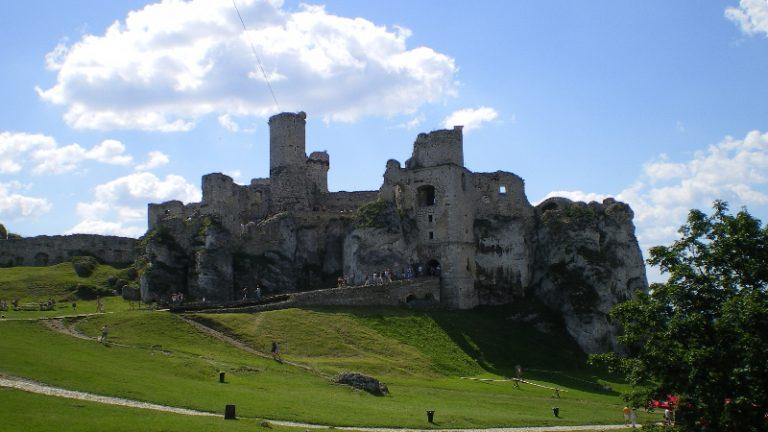 Ogrodzieniec - ruiny zamku.